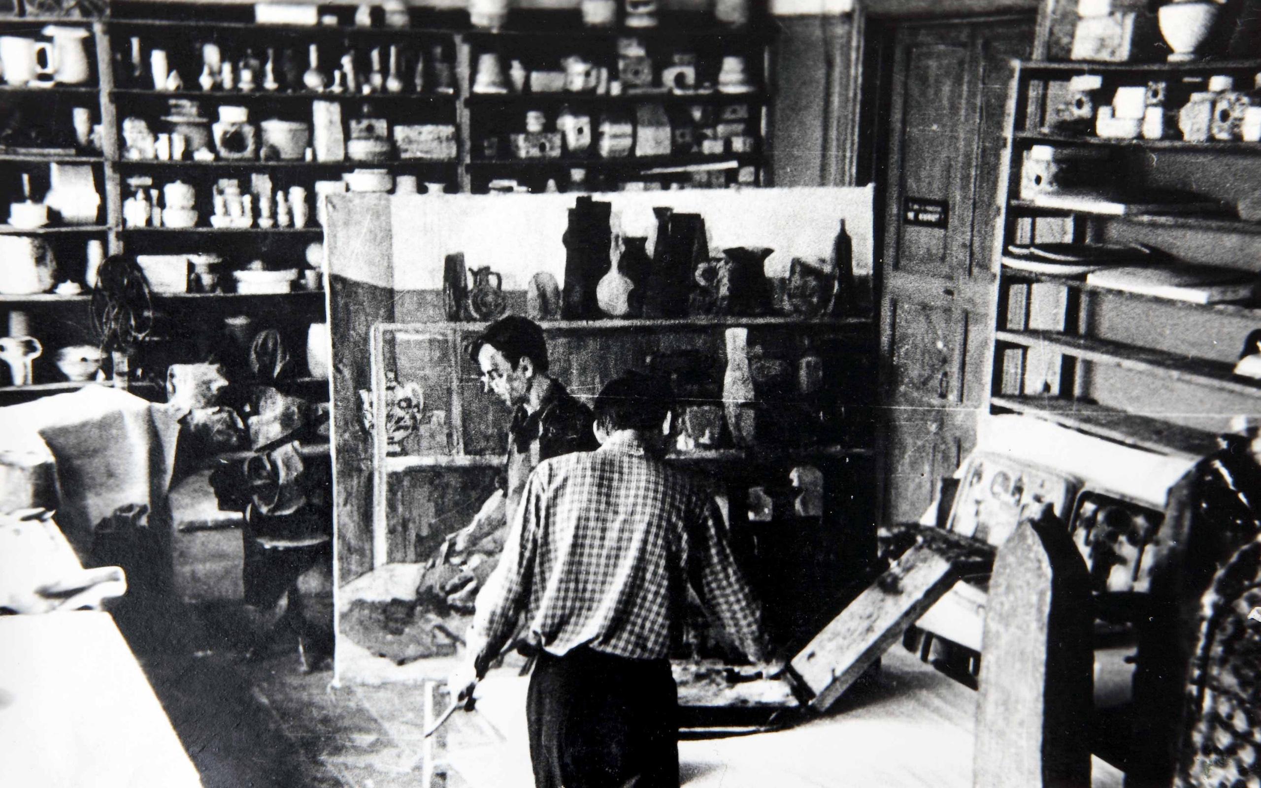 1960-е годы. А.Н. Штанько в керамической мастерской училища